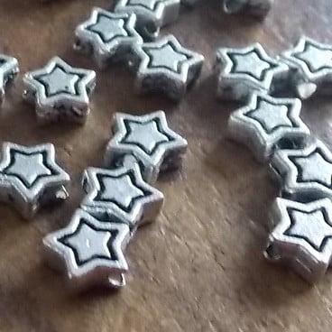 perles en métal étoiles