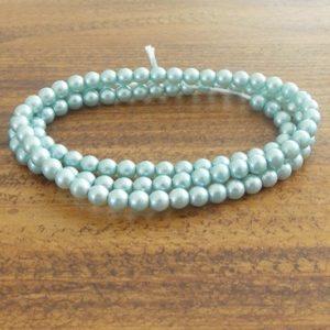 perles nacrées bleu clair mat